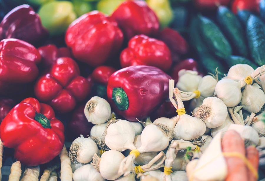 Cevapcici mit Gemüsereis und Ajvar-Paste